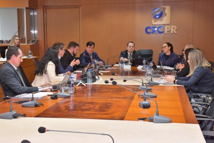 Reunião dos diretores, que acontece no plenário do CRCPR.