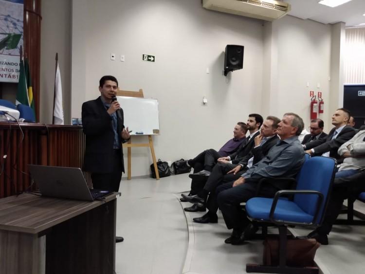 """Ronaldo Dias Oliveira ministroua palestra """"O contador frente às reformas e a Revolução 4.0"""""""